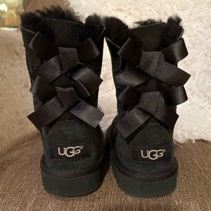Uggs with bows (kids)